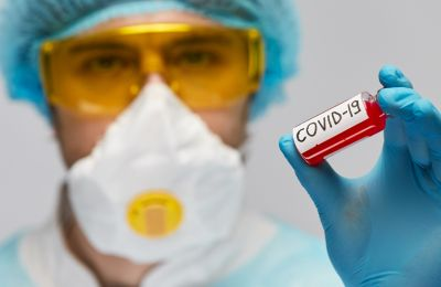 Στοματικά διαλύματα: Πώς μπορούν να περιορίσουν την μετάδοση του κορωνοϊού