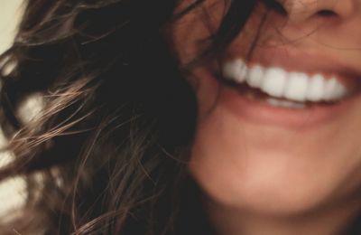 3 πεντανόστιμα lip scrubs για υγιή χείλη