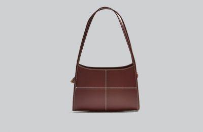 Καφέ τσάντα με stitch λεπτομέρεια €32 από Topshop