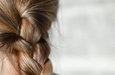 4 πράγματα που κάνετε και είναι καταστροφικά για τα μαλλιά σας