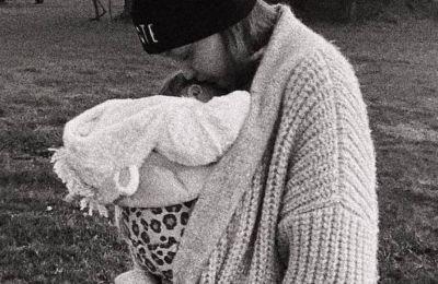 Η νέα φωτογραφία της Gigi Hadid με το μωρό είναι... too cute to handle