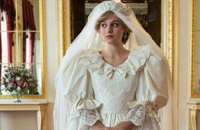 Η Emma Corrin αποκαλύπει την ομοιότητα της μητέρας της με την Diana
