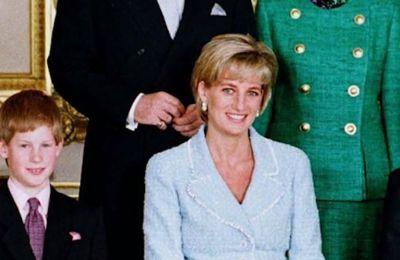 Οι σπάνιες φωτογραφίες της Diana με μαγιό