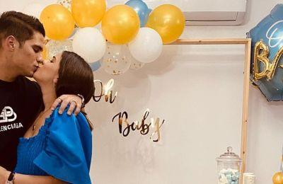 Ακομπλεξάριστη η Μαρία Κορτζιά ποζάρει με crop top στον 9ο μήνα της εγκυμοσύνης της