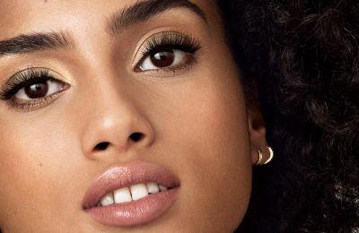 H Revlon Volumazing™ Mascara θα απογειώσει το βλέμμα σου
