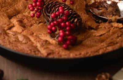 Σήμερα προτείνουμε γιγάντιο, ζεστό, γιορτινό cookie σοκολάτας
