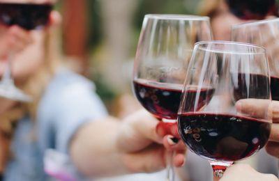 Τι κρασί πίνουμε με τα φαγητά των γιορτών