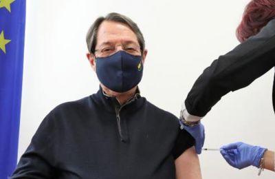 Τη δεύτερη δόση του εμβολίου κατά του κορωνοϊού θα λάβει τη Δευτέρα ο Πρόεδρος