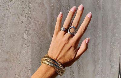 Αυτό το σχήμα νυχιών κάνει τα δάχτυλα να φαίνονται πιο μακριά