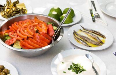 Στοά του Δημήτρη: Αγαπημένες γεύσεις της μαμάς στην πόρτα σου