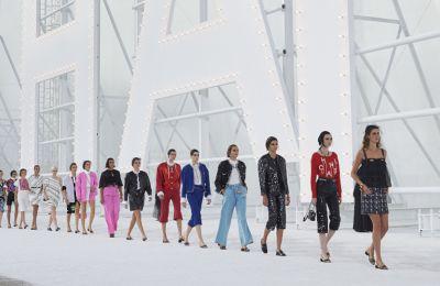 Chanel RTW SS21: Οι δημιουργίες που υμνούν τις κινηματογραφικές μούσες