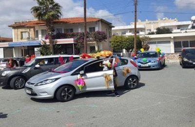 Παρέλασαν με καρναβαλίστικη διάθεση με τα οχήματα τους οι Λεμεσιανοί