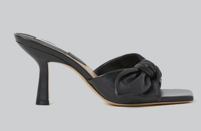 Mαύρα mules €69.99 από H&M