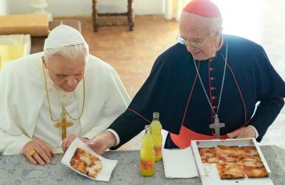Review: Δύο Πάπες συζητούν. Πόσο ενδιαφέρον μπορεί να έχει;