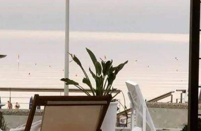 Ξανά για κοκτέιλ με θέα την πιο διάσημη παραλία του Πρωταρά