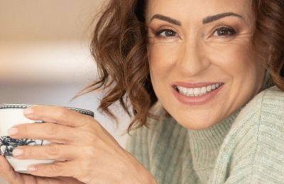 Η Αθηνά Λοϊζίδου μάς δίνει τη συνταγή για το πιο λαχταριστό τσουρέκι