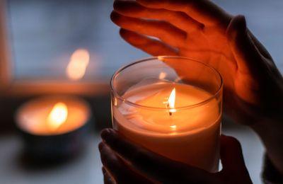 Πώς να αφαιρέσετε τον λεκέ από κερί
