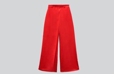 Κόκκινο σατέν παντελόνι €39.95 από Zara