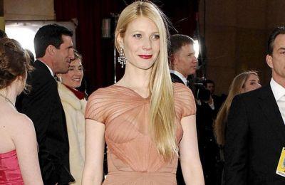 Η Gwyneth Paltrow ποζάρει γυμνή φορώντας μόνο τα κοσμήματά της