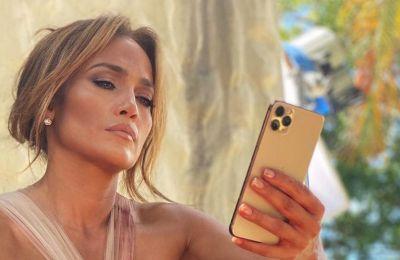 H Jennifer Lopez μάς προτείνει το απόλυτο nail color της σεζόν