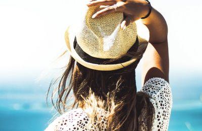 4 εχθροί των μαλλιών το καλοκαίρι