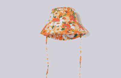 Φλοράλ bucket καπέλο €9.99 από H&M