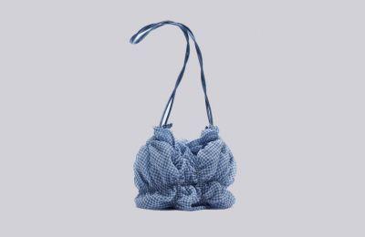 Gingham τσαντάκι από οργάντζα €15.99 από Zara