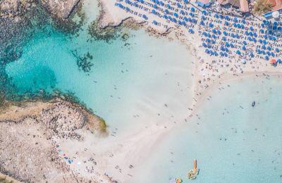 Ήσυχες παραλίες για ξέγνοιαστες βουτιές