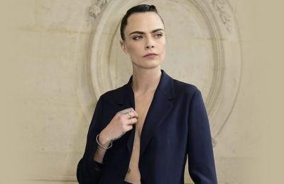 Η Cara Delevingne φόρεσε το πιο trendy μαγιό του καλοκαιριού