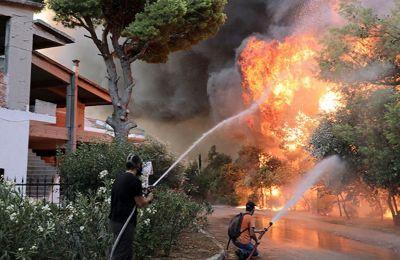 Πύρινος εφιάλτης: Ολονύχτια μάχη με τις φλόγες στην Βαρυμπόμπη