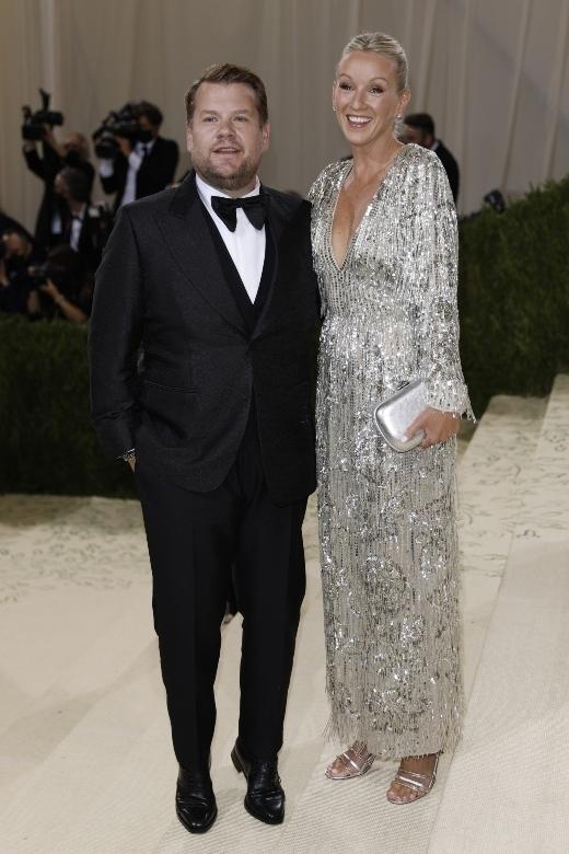 O James Corden και η Julia Carey