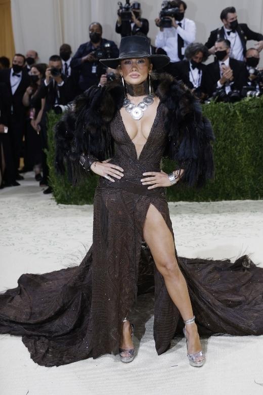 H Jennifer Lopez