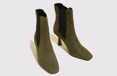 Χακί Chelsea Stiletto μπότες €62 από Marks & Spencer